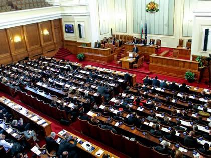 Нищо ново – парламенът отхвърли ветото на президента върху промените в закона за отбраната