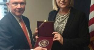 Цачева се видя и с главния прокурор на САЩ, кани го в София
