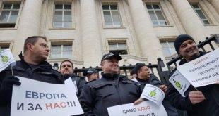 """Национален протест на служителите на затворите: Без притеснения """"да не се изложим пред чужденците""""! (Допълнена)"""