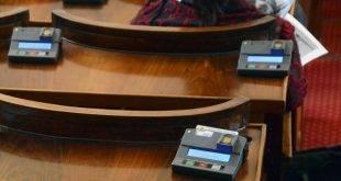 Парламентът гласува месечни помощи за осиротели деца, без наследствена пенсия
