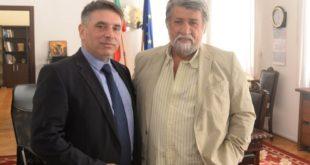"""Министър Кирилов и Вежди Рашидов обсъдили борбата с нелегалния трафик на културни ценности и """"фалшивите новини"""""""