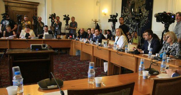 """Правната комисия """"пусна"""" и четирите проекта за съкратеното производство, Цацаров критичен към идеите на ГЕРБ (допълнена)"""