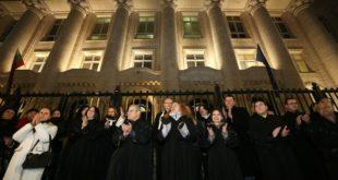 150 съдии вече се подписаха под искането Гешев да се извини и да бъде дисциплинарно разследван