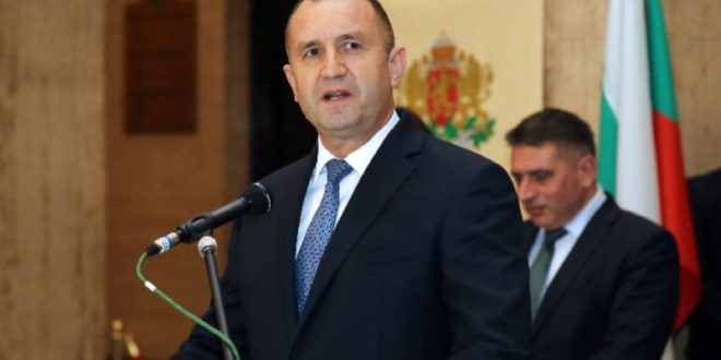 Радев за твърдения на Борисов: В командирската си практика нямам  загубен самолет, нито един летец не е загинал