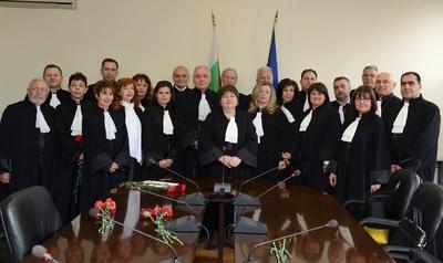"""Висшият адвокатски съвет застава зад  """"наглите"""" адвокати и правото им да изразяват становища  по важни обществени теми"""