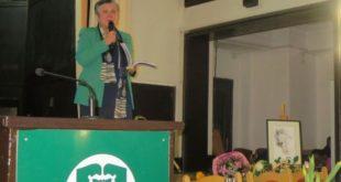 """Проф. Снежана Начева представи пред няколко поколения юристи  """"Отразени мигове"""" – нова книга със стихове"""