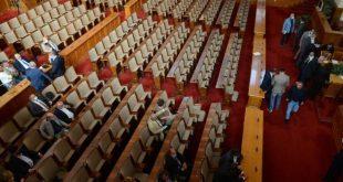 """Управляващите от ГЕРБ и """"Обединените патриоти"""" провалиха извънредното заседание на парламента"""