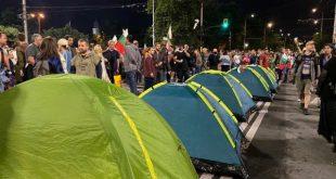 Столицата отново под блокада,  полицията не използвала физическа сила заради многото жени на протеста