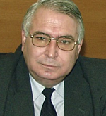 Почит:  Окръжен съд – Ямбол, зала №3 носи името на големия юрист проф. Любен Корнезов