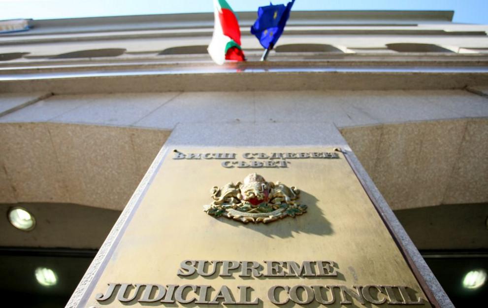 """След първия доклад за върховенството на закона, кадровиците отчитат пред Брюксел нови декларации за """"членства"""" и правила за премиите"""