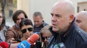 """След среща с прокурори в Хасково, Гешев изпратен от протестиращи с викове """"Оставка"""" и  """"Гешев е позор"""""""