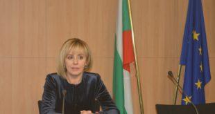 Омбудсманът Мая Манолова атакува в КС забранатаза свободно къмпингуване