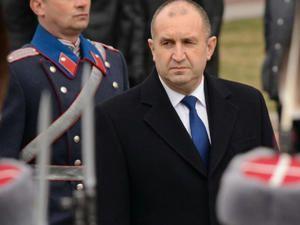 """Румен Радев: Борисов, който не се трогна за битите български протестиращи,  тръгна да """"освобождава"""" други народи"""