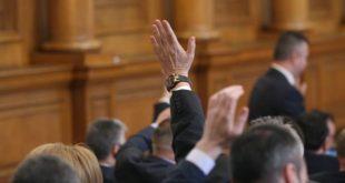 """Бюджетарите обсъждат ветото на президента върху """"двойната неустойка"""", след като в зала то бе """"прието"""""""