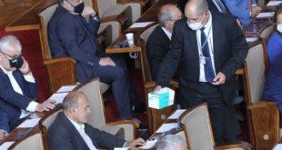 24 депутати глобени с по 300 лева,  не носят предпазни маски в парламента