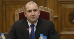 Президентът: Наследството на авторитарното управление е изключително тежко, но хората ще си отвоюват държавата