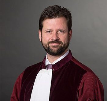 """Ген.адвокат Бобек: """"Принципът на предимство"""" позволява да не бъде изпълнено решение на КС, ако засяга интересите на ЕС"""