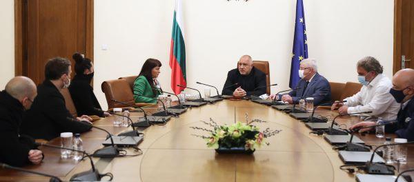 """ВМРО иска извънредно заседание на парламента за """"неизбежната отбрана"""" и квота за българска музика в ефира"""