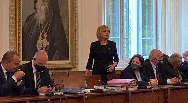 Манолова: Омертата на мълчанието е нарушена, осветляването на корупцията започна