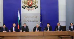 """Служебният премиер Стефан Янев след 1 месец управление: Корупция, """"затревена"""" като законност"""